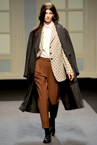 images/cast/00000496935197034=my job on fabrics x=p.smith - Fall 2011 show -